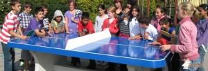 blauwe-afgeronde-betonnen-tafeltennistafel